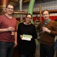 Armin Weische und Tim Loppe von NATURSTROM zu Besuch bei Brauerei-Chefin Anna Heller.