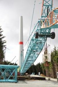 Der Turm der neuen Windkraftanlage in Berg steht bereits. (c) NATURSTROM