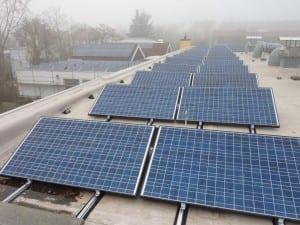 NATURSTROM-Photovoltaikanlage auf dem Dach der Hattersheimer Kita im Haus der Vereine © NATURSTROM AG