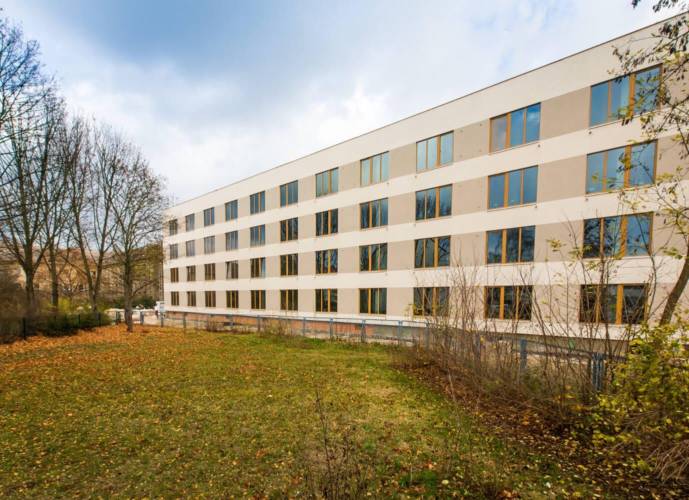Das sanierte Gebäude des Bambus Campus. © NATURSTROM AG
