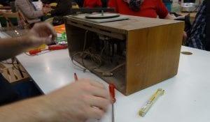 Unter den zu reparierenden Geräten finden sich auch wahre Altertümer. © NATURSTROM AG