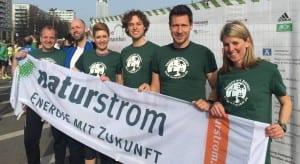 Sechs NATURSTROM-Kolleginnen und Kollegen sind auf dem Halbmarathon in Berlin für Energiewende gelaufen. © NATURSTROM AG