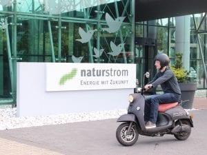Mit naturstrom geladen fährt es sich nicht nur rasant, sondern auch emissionsfrei © NATURSTROM AG