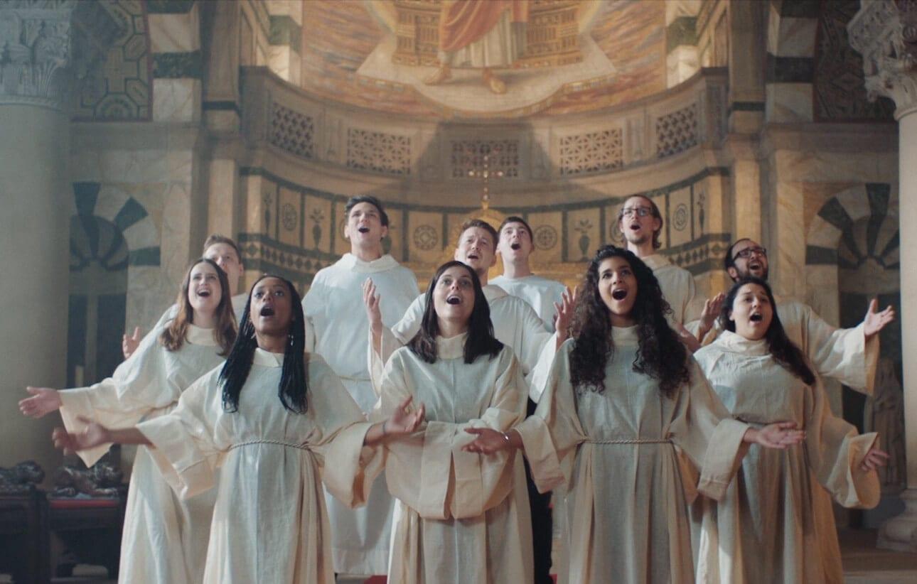 Was hat bloß dieser Chor mit GZSZ-Fiesling Jo Gerner zu tun? © NATURSTROM AG