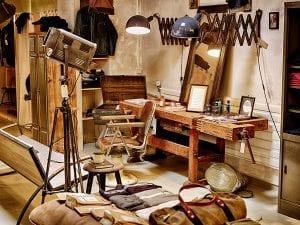 Thomas Jablonski und Stephan Bartelmuss verkaufen hier ausgewählte Möbel und Bekleidung, Vintage und neu. © stuf|f