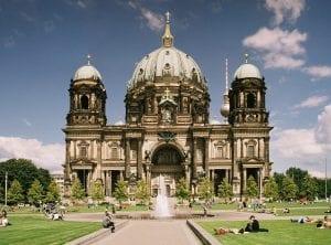 Der Berliner Dom ergrünt - mit naturstrom