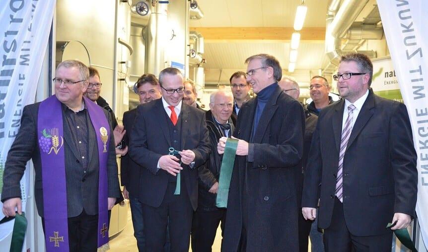 V.l.n.r.: Pfarrer Ignacy Kobus, Ronny Metzner (ZukunftsEnergie Marktschorgast), Dr. Thomas E. Banning (NATURSTROM AG), Marc Benker (ZukunftsEnergie Marktschorgast). © NATURSTROM AG