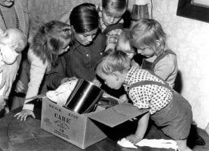 Kinder mit CARE-Paket