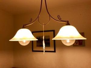 LED-Energiesparlampen können im richtigen Setting sehr retro leuchten.