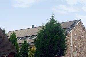 NATURSTROM hat ein weiteres Mieterrstrom-Projekt in Niedersachsen umgesetzt: Bewohnerinnen und Bewohner eines Mehrfamilienhauses in Weyhe beziehen jetzt den sauberen Mix aus hausgemachtem und Ökostrom aus dem Netz.