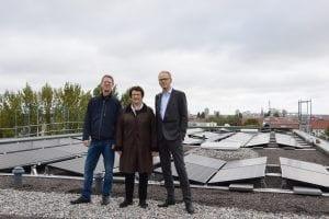 Wo das Mieterstromgesetz ankommt: Ortstermin mit Bundesministerin Brigitte Zypries, Donat Kühne von pro.b und NATURSTROM-Vorstand Tim Meyer.