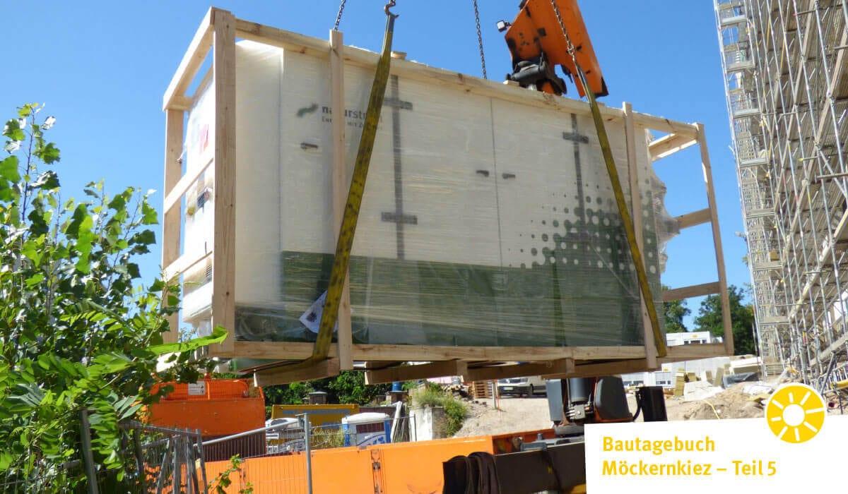 Ein Meilenstein in Richtung nachhaltige Wärmeversorgung: Anlieferung der Energiezentrale im Möckernkiez. Foto: NATURSTROM