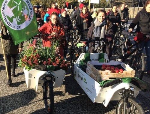 Mit begrünten Donk-EEs auf der Demo zur Klimakonferenz COP23 in Bonn. Foto: NATURSTROM