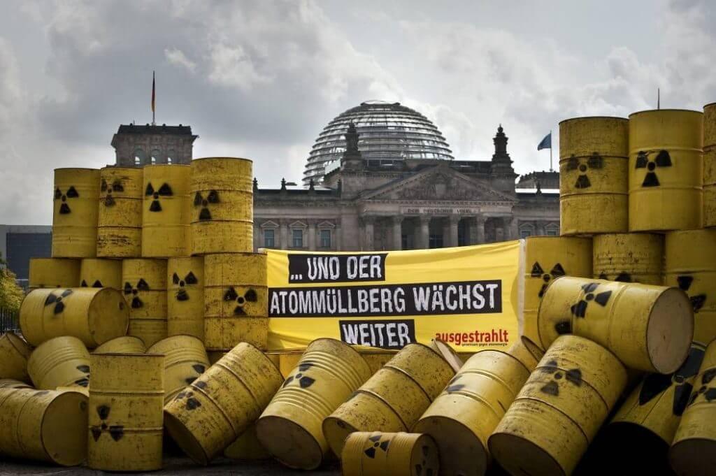 Protest von ausgestrahlt gegen die Atompolitik der Bundesregierung. Foto: Christian Palitzsch/.ausgestrahlt.