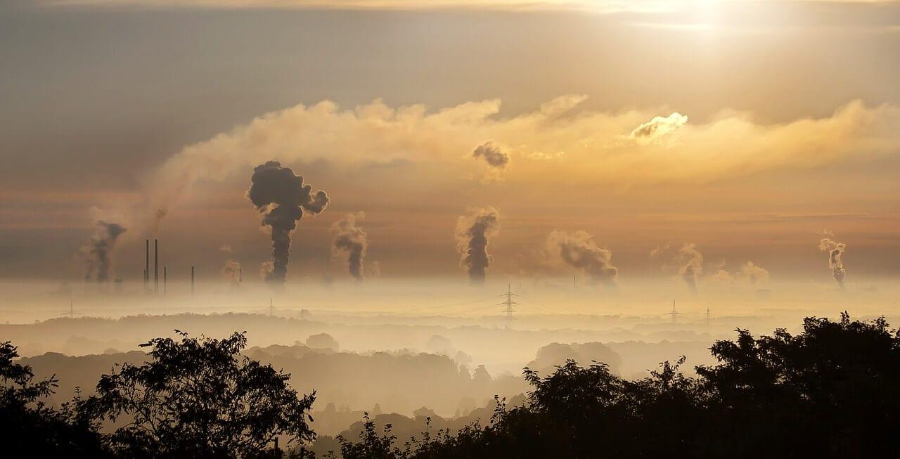 Industrielandschaft bei Sonnuntergang