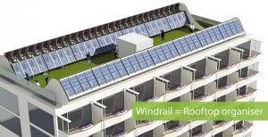 Flachdach mit kombinierter Solar- und Windkraftanlage.