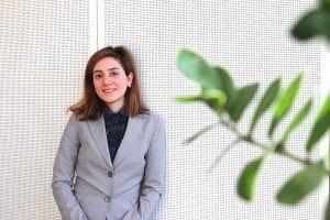 Stipendiatin NATURSTROM-Stiftung Pegah Abrari im Hauptsitz der NATURSTROM AG in Düsseldorf