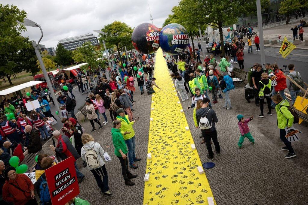 Tausend Hände, eine Botschaft: Kohle stoppen! © Campact