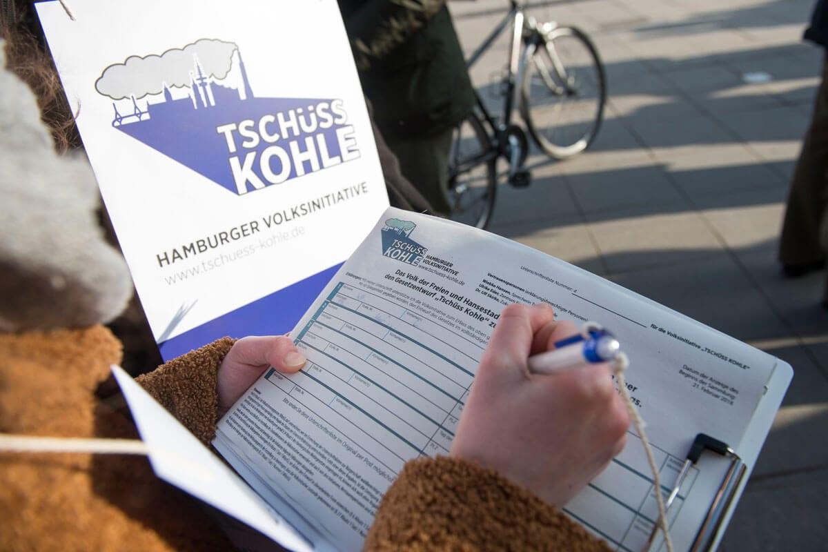 """Über 20.000 Unterschriften sammelte die Initiative """"Tschüss Kohle"""" © Bente Stachowske"""