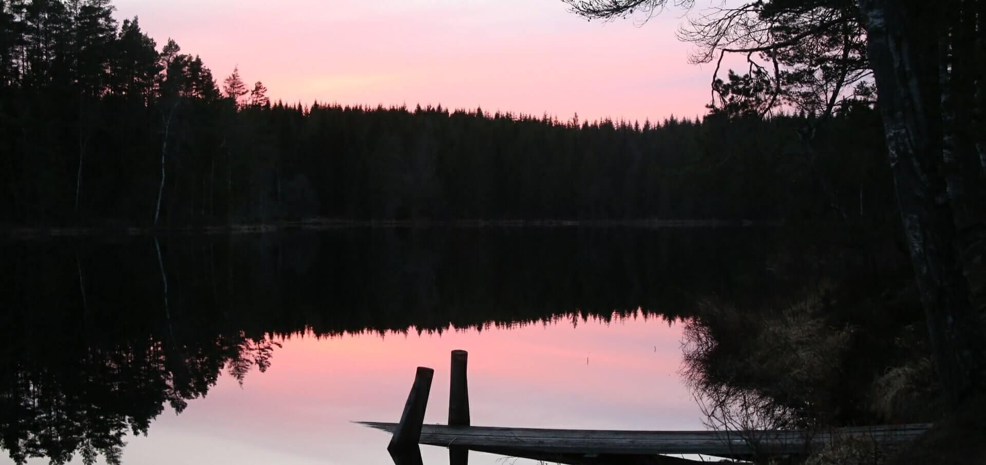 Sonnenuntergang in der wunderschönen Natur Schwedens.