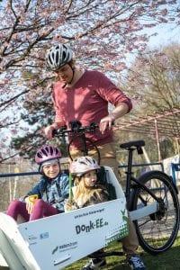 Donk-EE Lastenrad - Vater mit Kindern