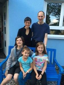 Familie Hahn: SonnenDach- und SonnenSpeicher-Kunden. Ihr Haus ziert jetzt eine PV-Anlage.