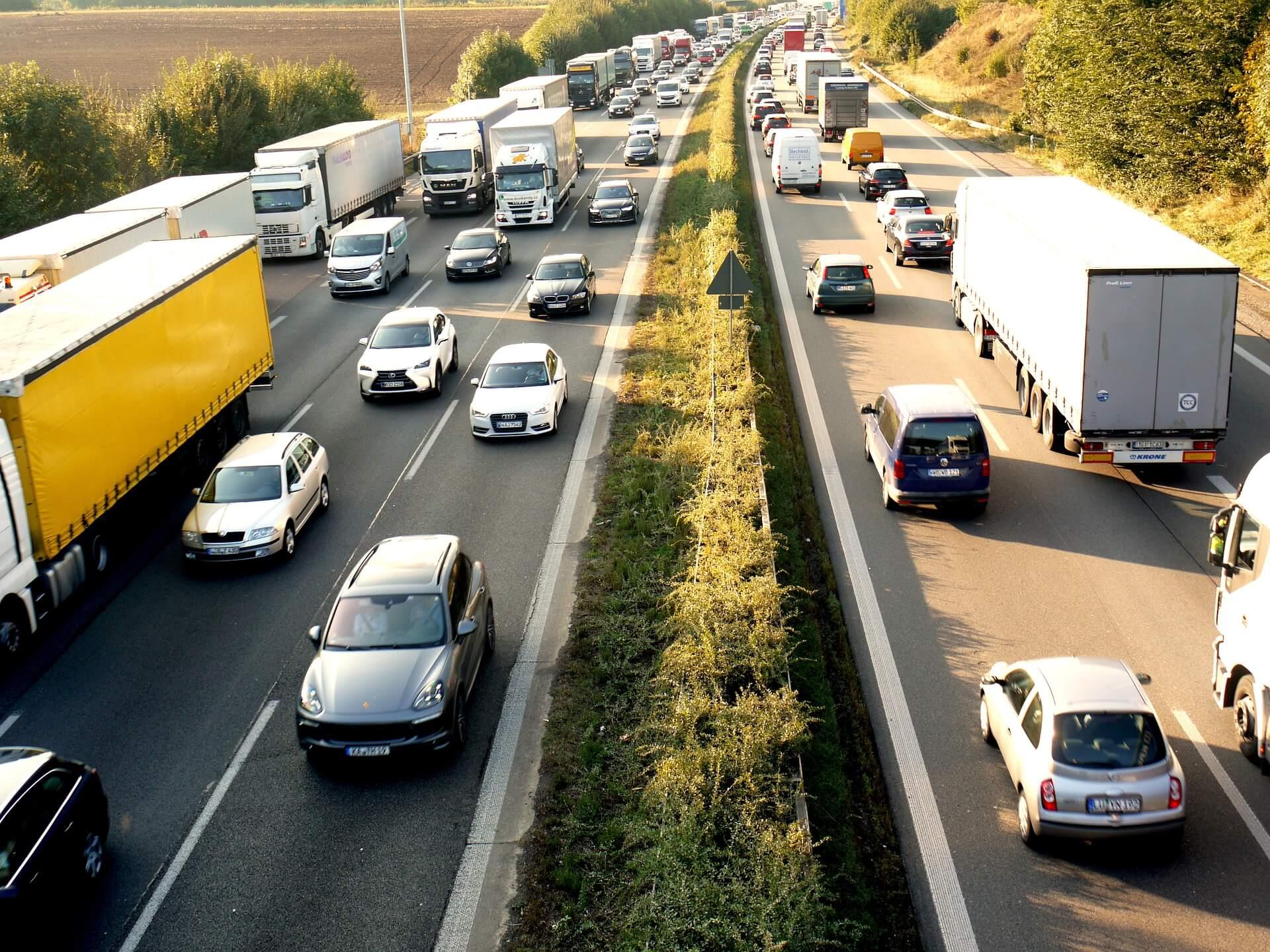 Tagtäglich auf der Autobahn: Stau. Jochen Stay fordert eine Verkehrswende. Foto: Pixabay