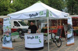 Marcus Hiersemann am Donk-EE Stand im Aktionsmonat Mai