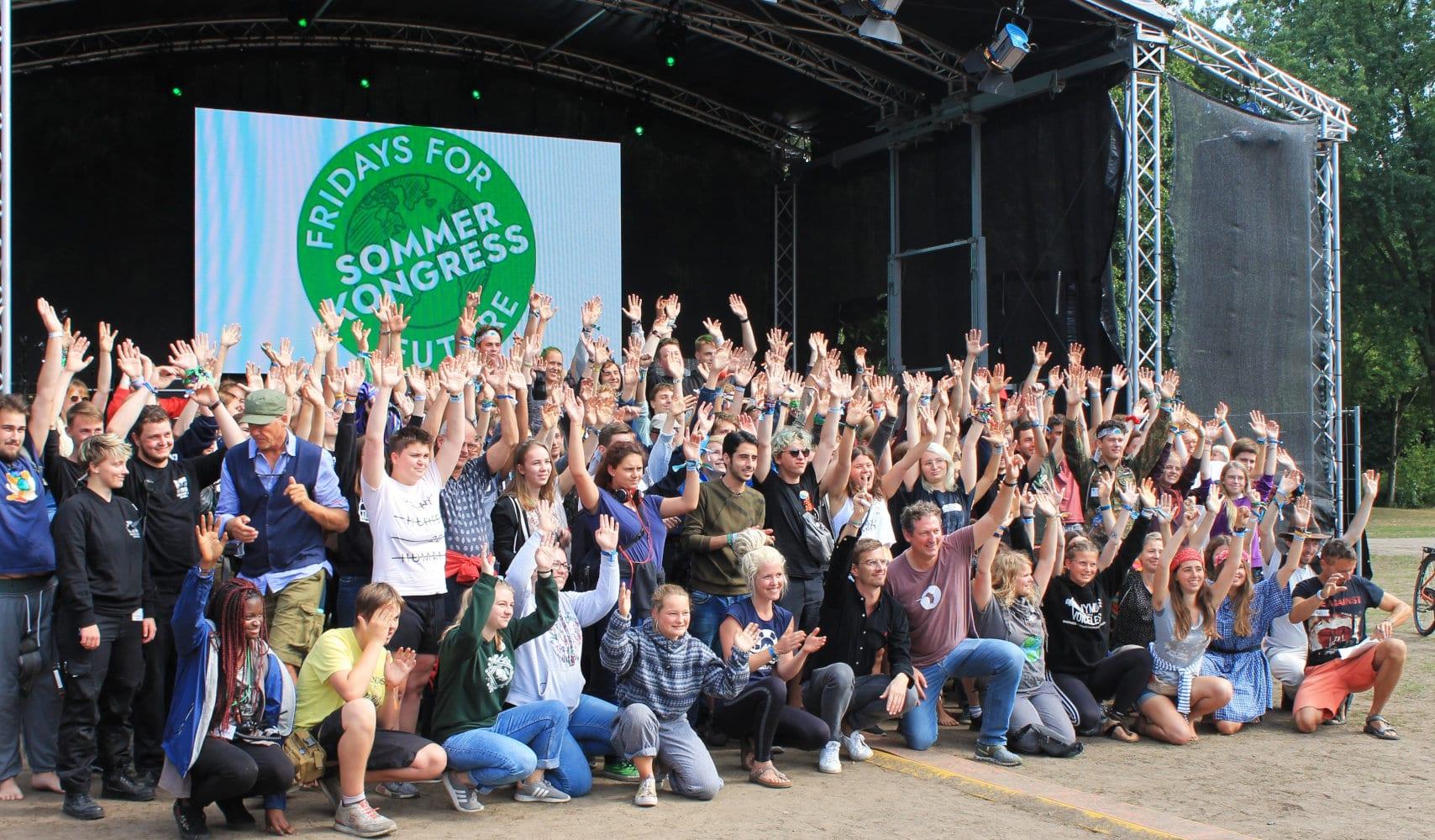 Alle mal Hände hoch beim Sommerkongress von Fridays for Future