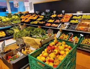 In der Gemüseabteilung von Naturata