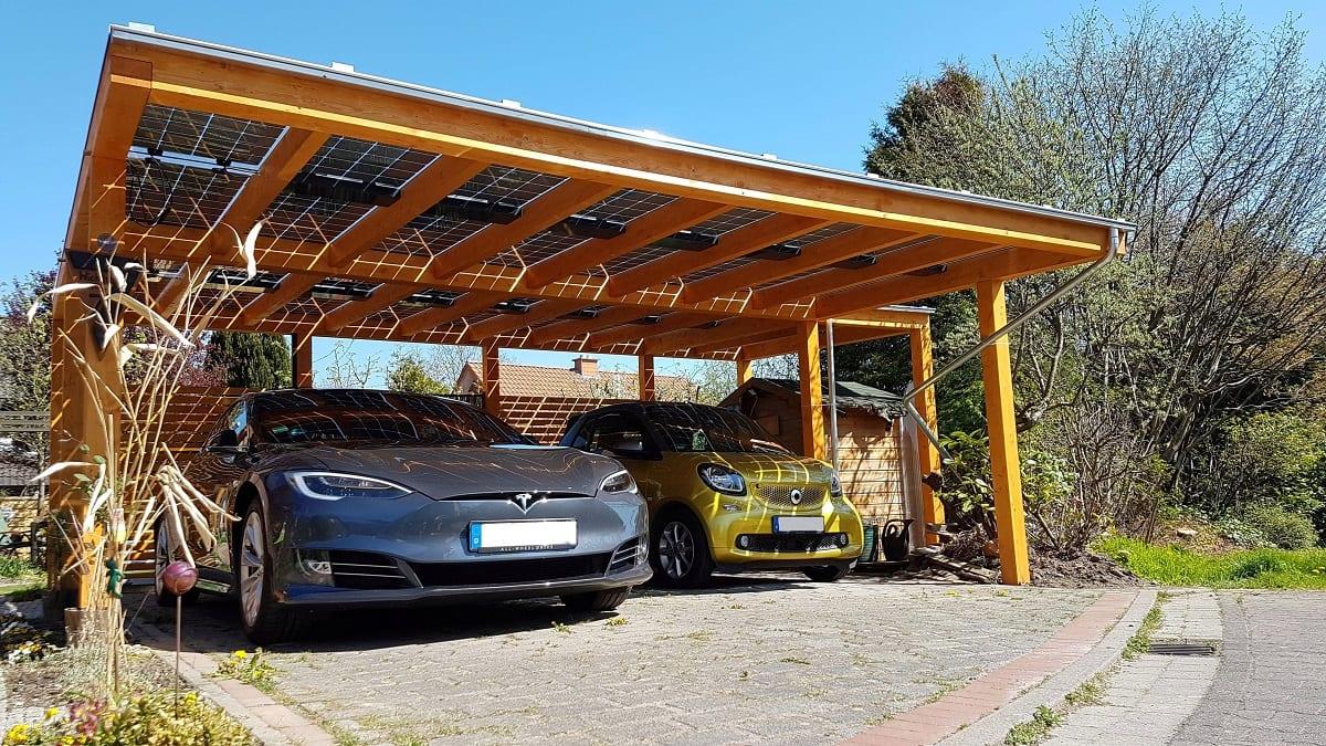Fotowettbewerb Carport mit Sonnendach und E-Autos