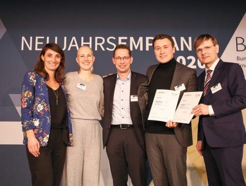Artur Steffen (2 v.r.) kann sich für Poligy über den Titel des Energiewende-Newcomer 2020 freuen