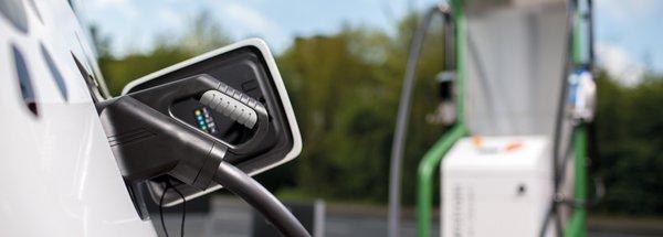 Saubere Mobilität: NATURSTROM beliefert 200. Ladesäule